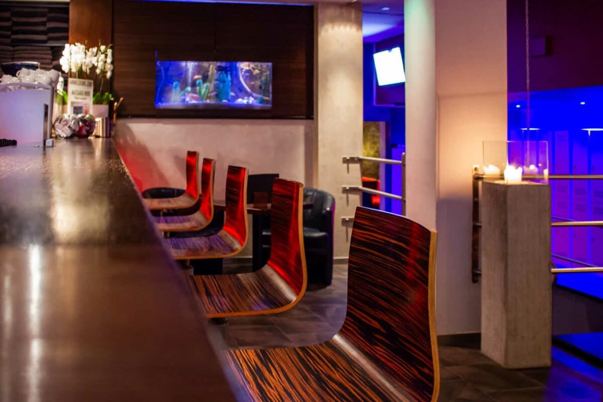 Bar Bereich der Phoenix Sauna Düsseldorf die Herrensauna