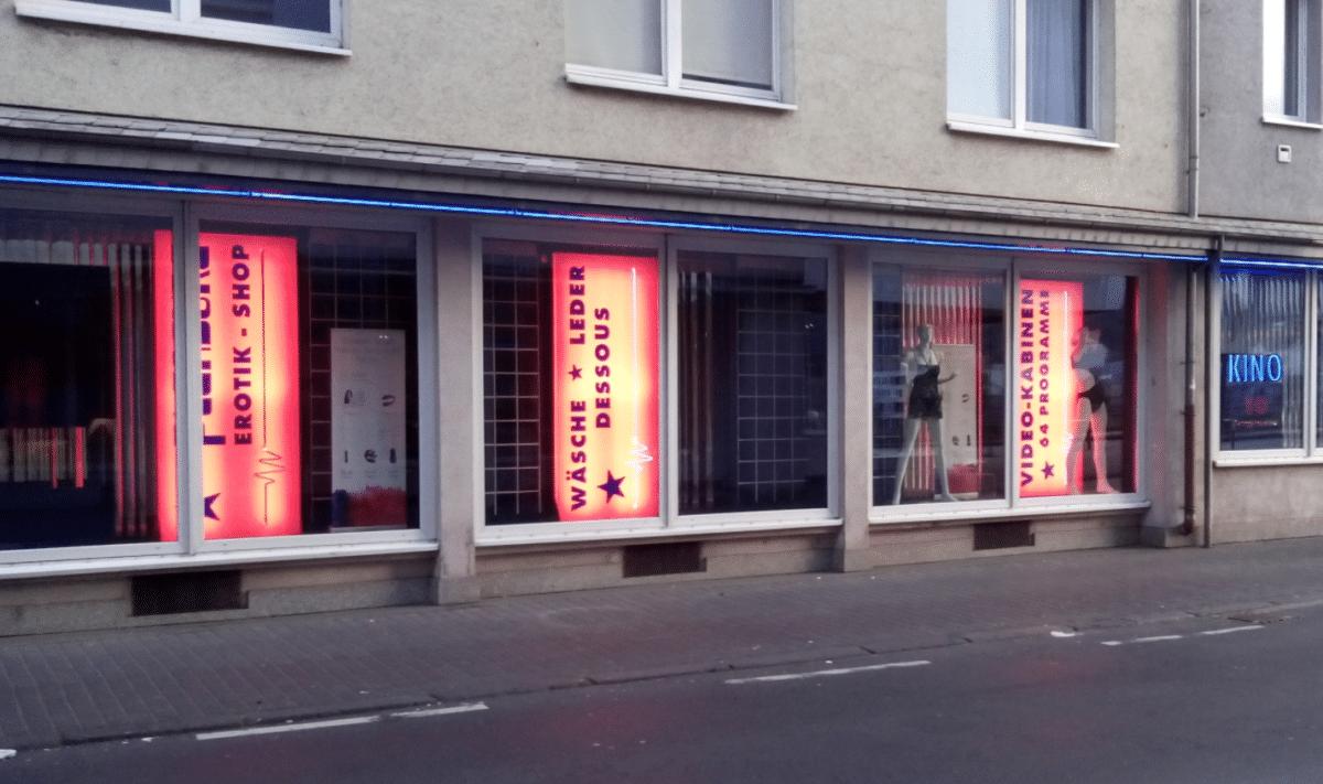 Pleasure Erotik-Shop 🎥 Jeder Mann kommt im Gay Kino zum