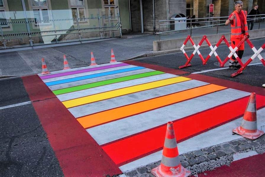 Innsbruck setzt Zeichen mit Regenbogen Zebrastreifen