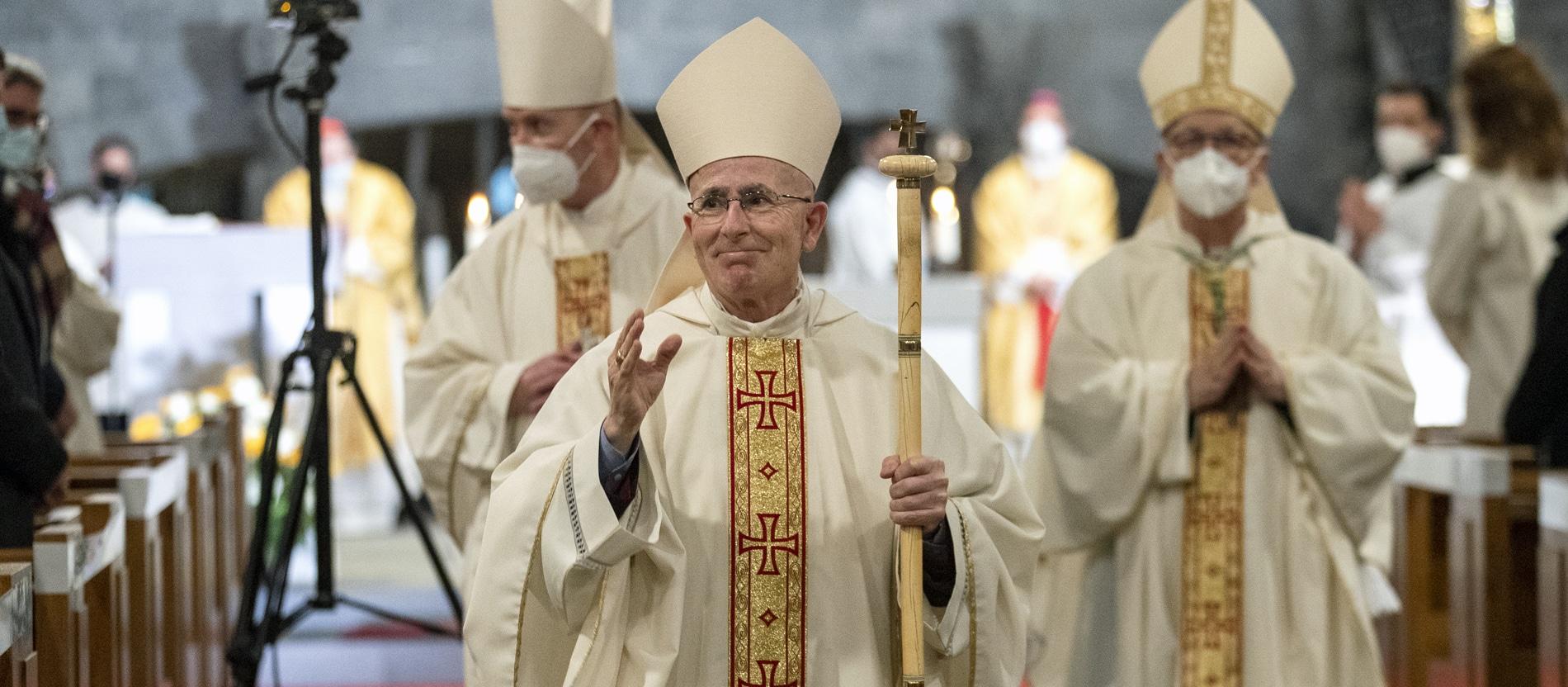 Churer Bischof ist für Bio-Ehe